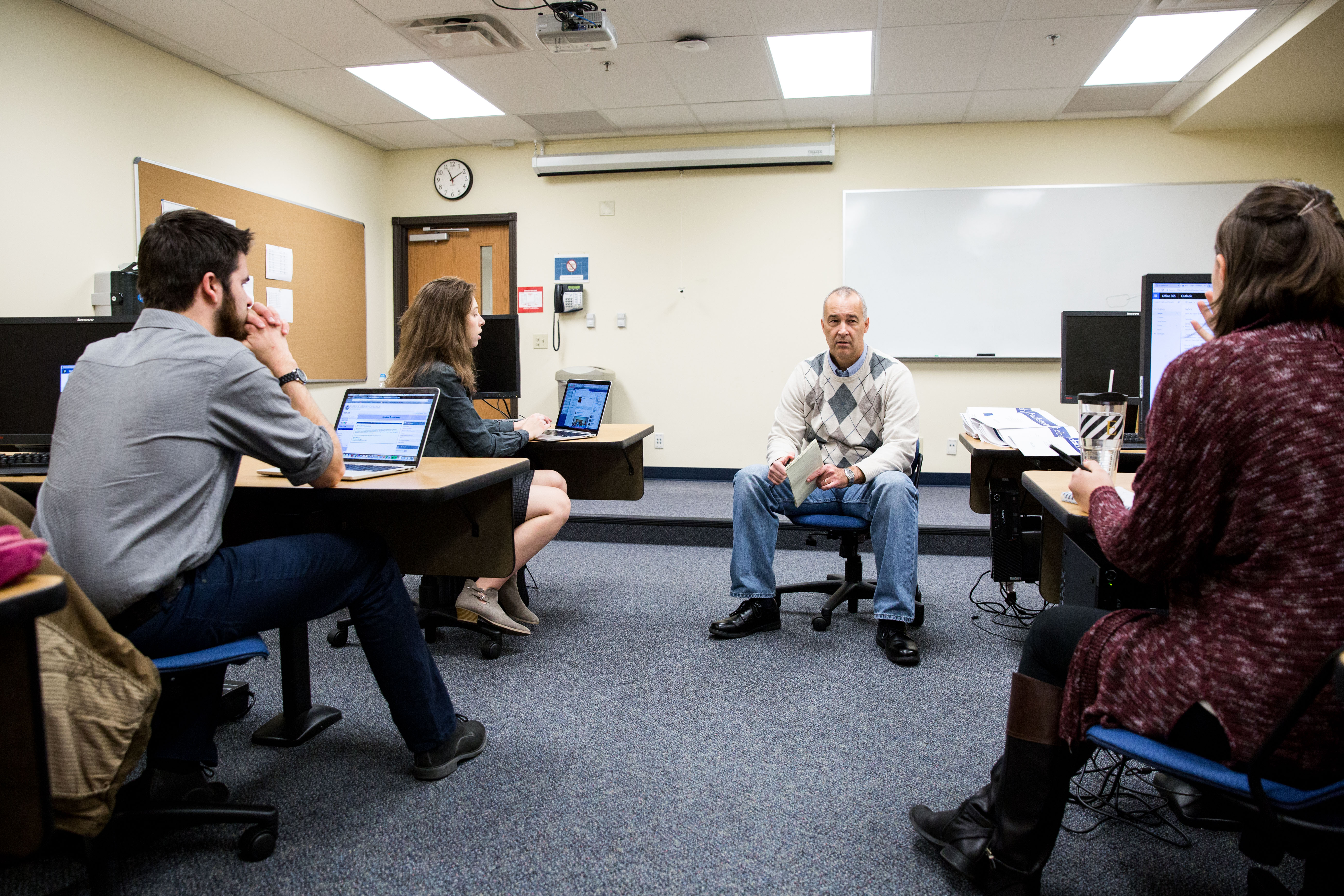 Dr. Les Sillars Journalism Classroom Teaching-2 copy