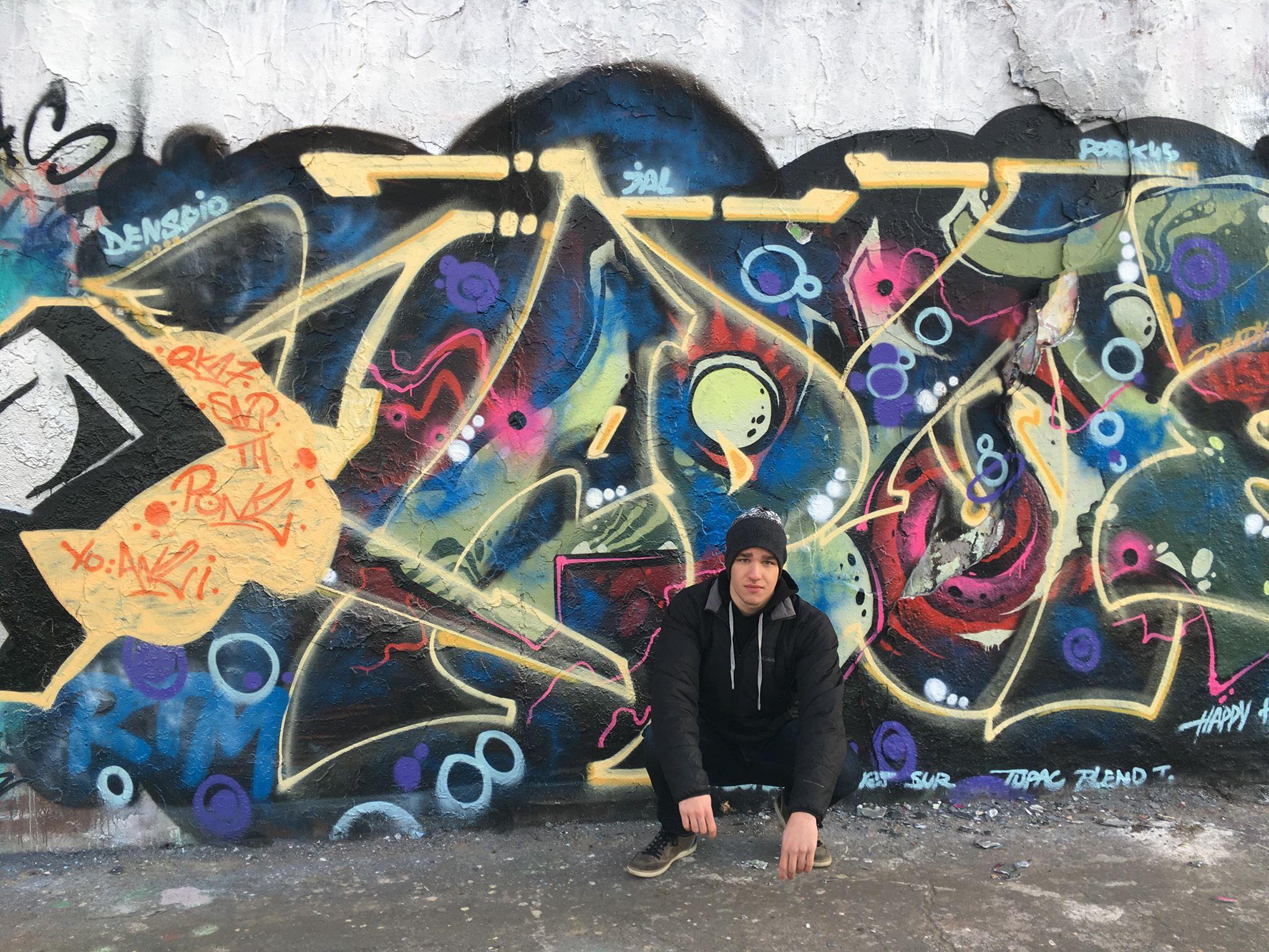 sam ross at berlin wall 2