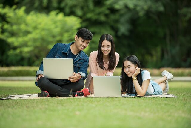 students-1807505_1920.jpg